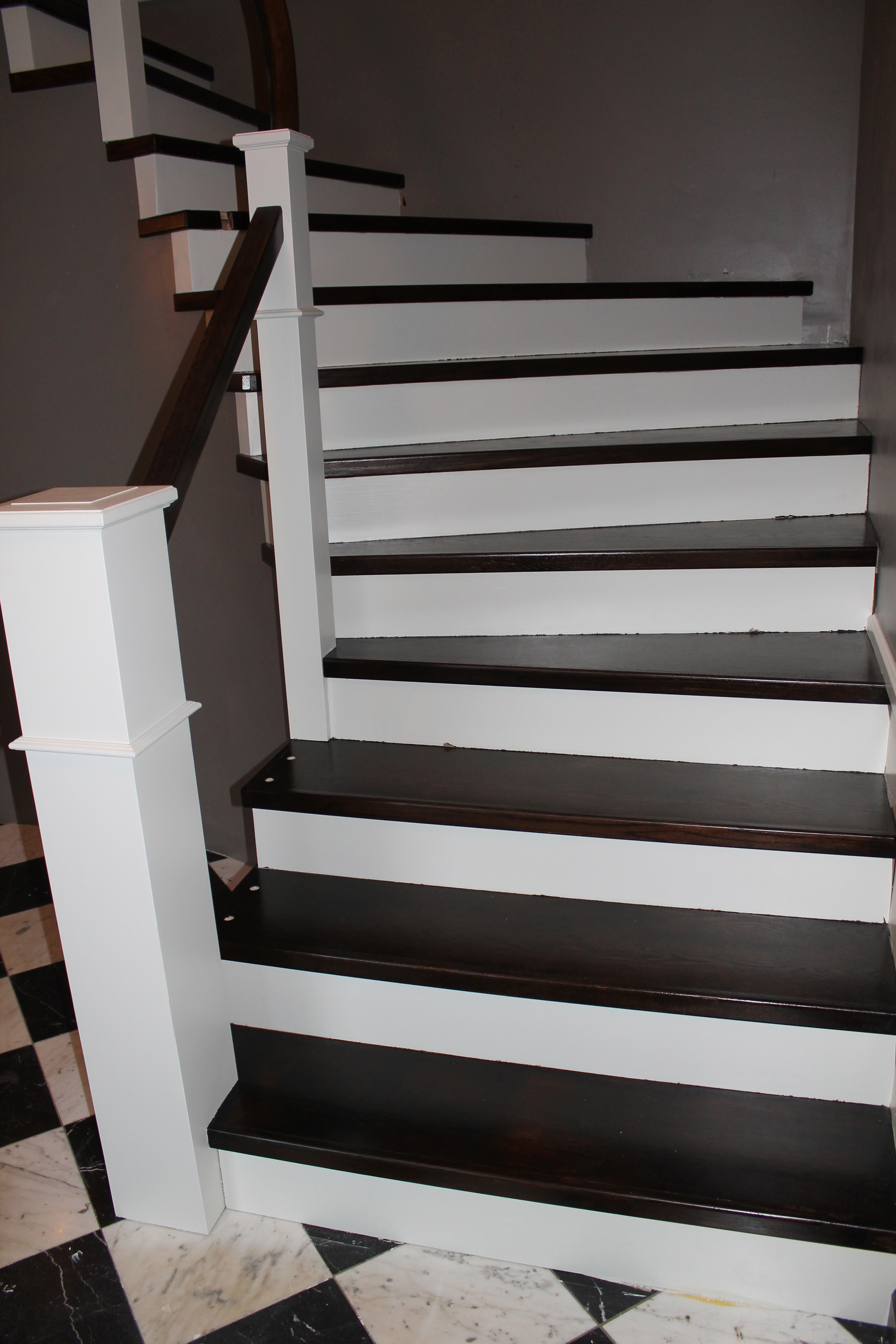 Curved Staircase Remodel Diy   Construction2Style Via @Remodelaholic