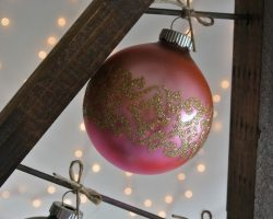 feature ornament tree display