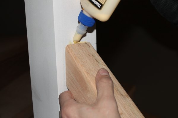 glue new wood stair handrail - Construction2Style via @Remodelaholic