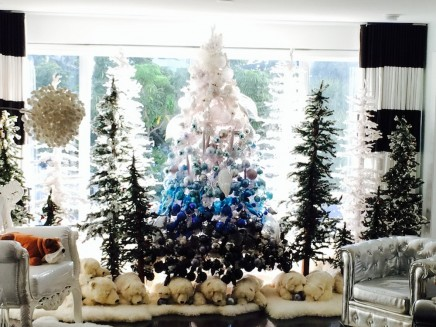 blue ombre tree - David Bromstad via @Remodelaholic