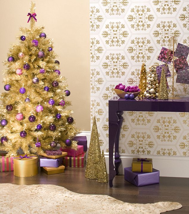 purple and gold christmas tree daily mail via remodelaholic - Purple And Gold Christmas Decorations