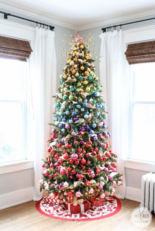 rainbow christmas tree - Inspired by Charm via @Remodelaholic