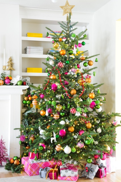 raspberry pink and orange christmas tree - Maria Killam via @Remodelaholic
