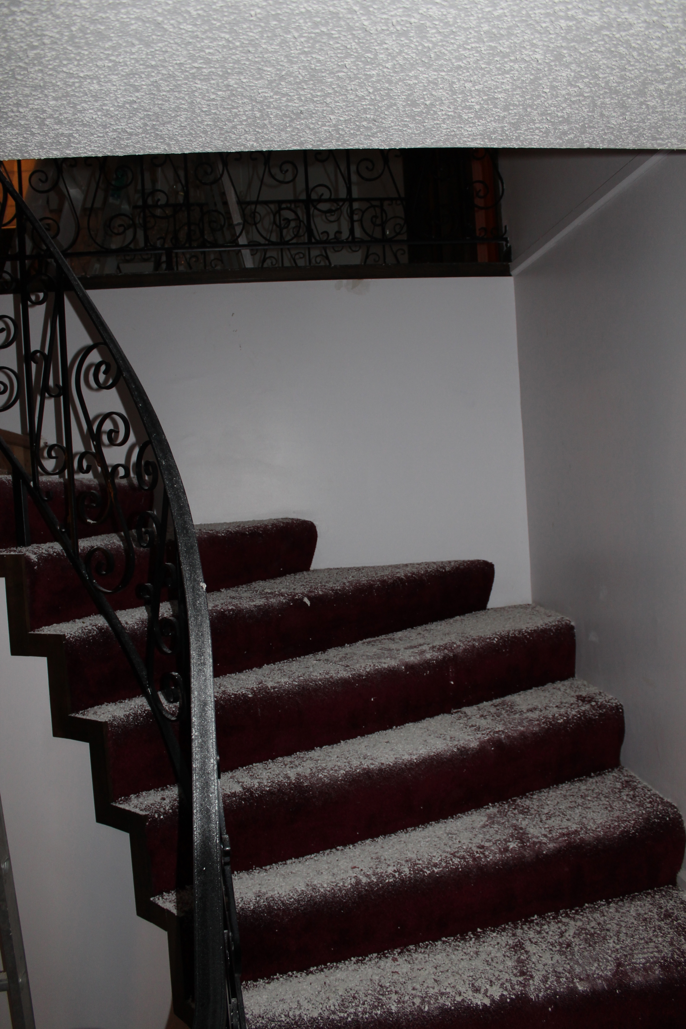 Staircase Before Remodel   Construction2Style Via @Remodelaholic