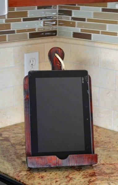 DIY tablet stand @Remodelaholic