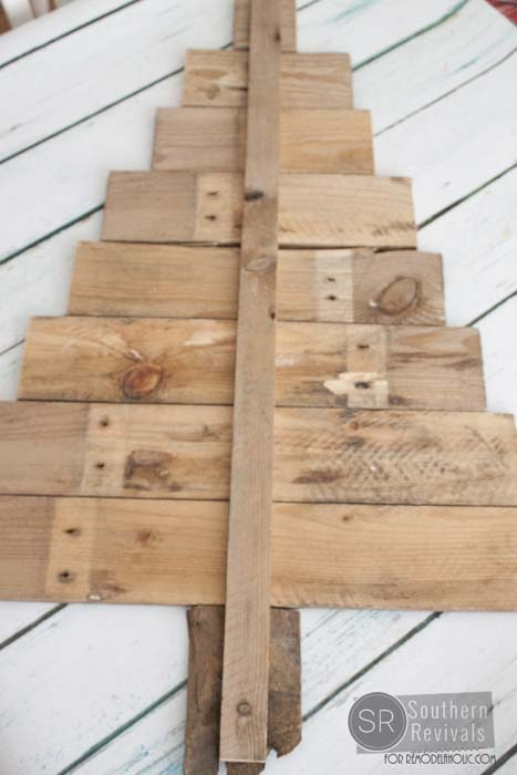 diy pallet wood christmas tree photo card holder remodelaholic