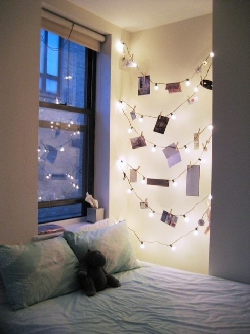 clothespins on christmas lights for holiday cards - via @Remodelaholic