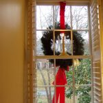 easily hang wreaths on outdoor windows - Between Naps on the Porch via @Remodelaholic