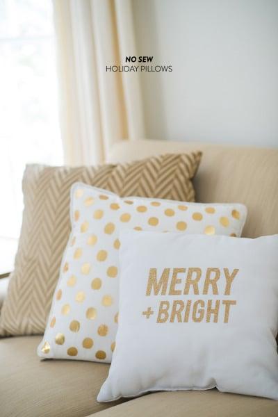 easy no sew holiday pillows - Style Me Pretty via @Remodelaholic