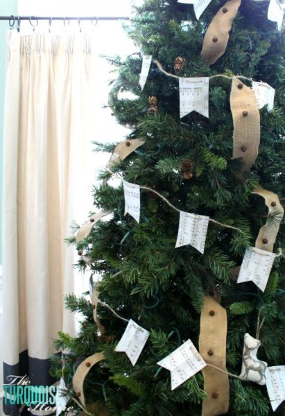 easy paper garland for Christmas tree - The Turquoise Home via @Remodelaholic