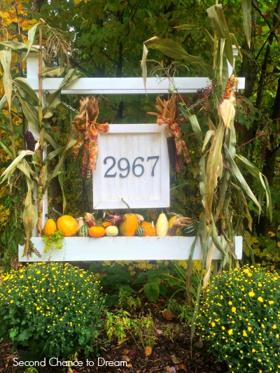 fall house number planter box - Second Chance to Dream featured on @Remodelaholic