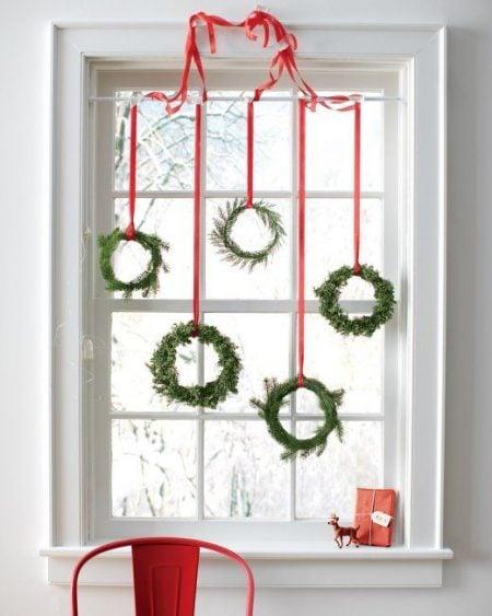 fresh greenery mini wreaths - Martha Stewart via @Remodelaholic