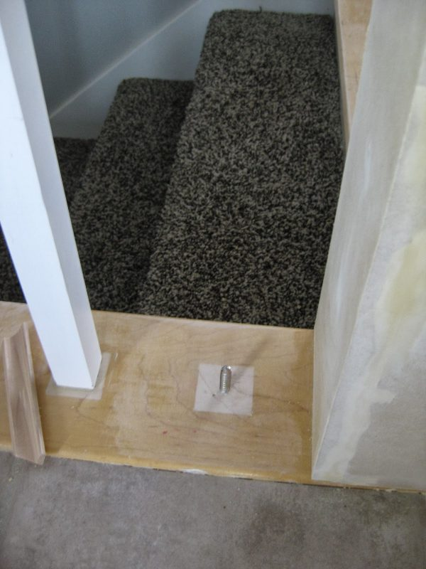 how to replace stair banister spindles - TDA Decorating and Design featured on @Remodelaholic