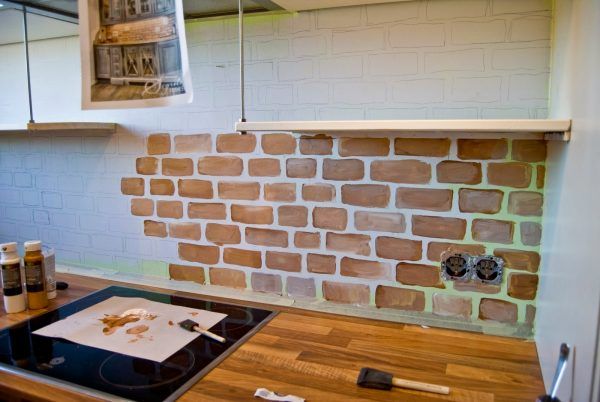 painted faux brick backsplash - Pudel-design featured on @Remodelaholic