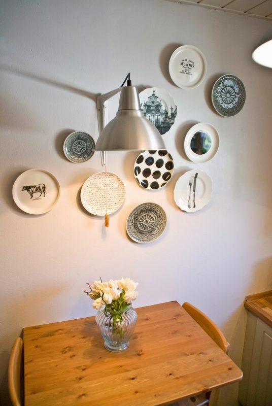 plate wall collection around wall light in kitchen - Pudel-design featured on @Remodelaholic