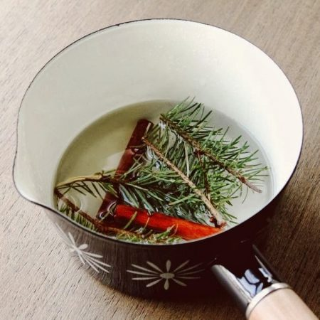 simmer pine needles and cinnamon for a christmas scented air freshener - Make Haus via @Remodelaholic
