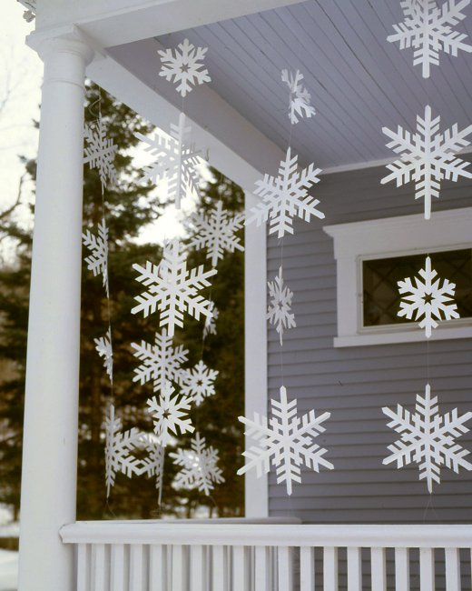 snowflake porch banners - Martha Stewart via @Remodelaholic