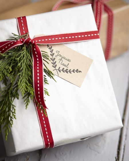 tie fresh evergreen on a gift package - The Original Popup Shop via @Remodelaholic