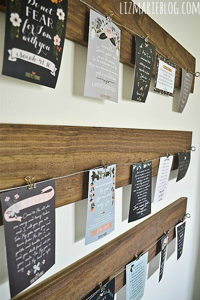 wire and wood art display for Christmas cards - Liz Marie Blog via @Remodelaholic