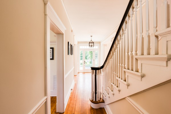 Inviting entryway with wood floors (Hawthorn) @Remodelaholic