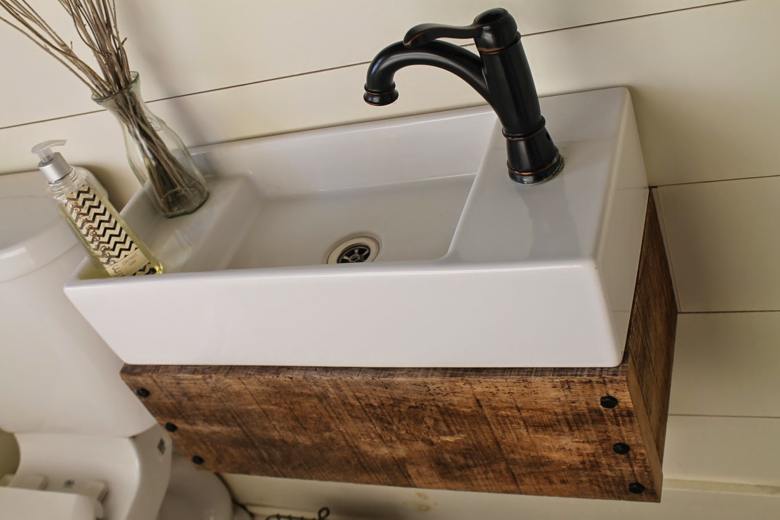Reclaimed Wood Floating Vanity | Remodelaholic | Bloglovin\'
