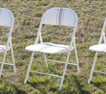 How to Paint a Folding Chair, Farmhouse Style