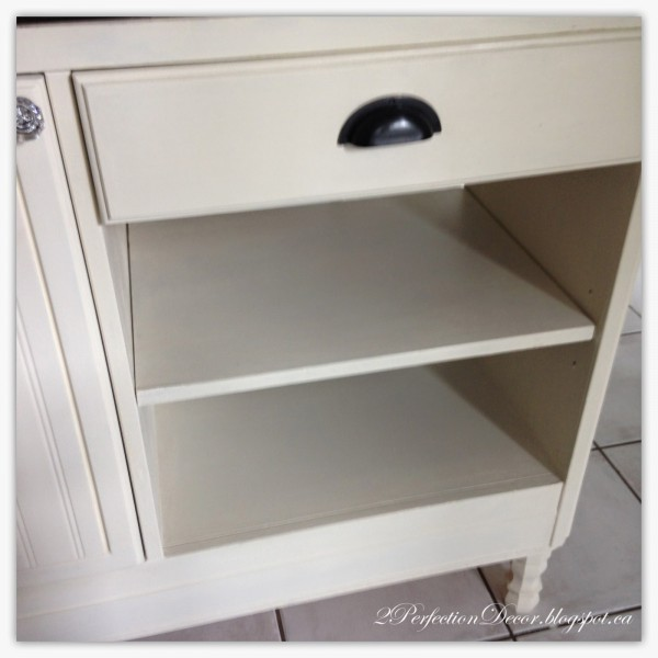 Kitchen island hardware by 2Perfection Decor featured on @Remodelaholic