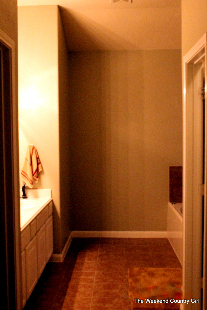 Vintage Bathroom makeover by The Weekend Country Girl featured on Remodelaholic