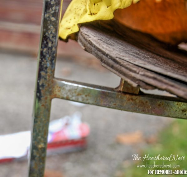 How to repair a rusty chair by The Heathered Nest featured on @Remodelaholic