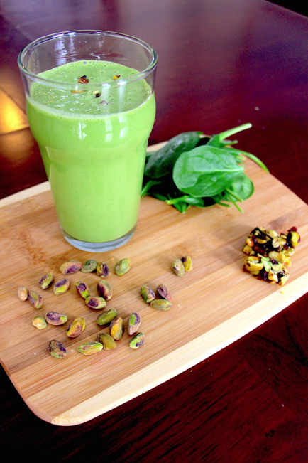 foodieaholic-green-pistachio-smoothie-hands-on-healthy