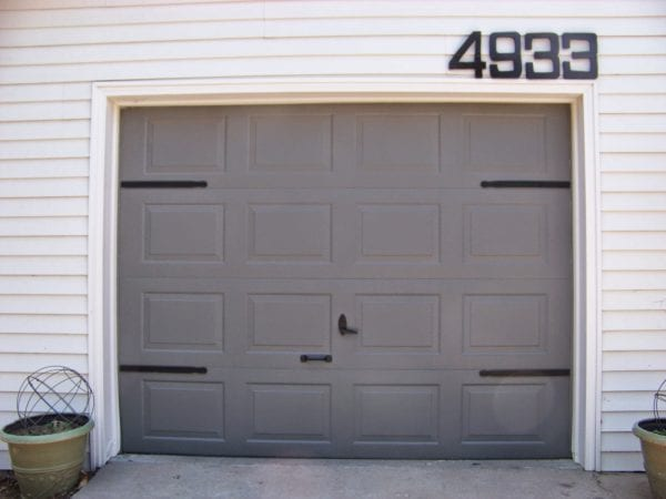$5 DIY garage door update - faux hinges using paint stir sticks - The Sunset Lane