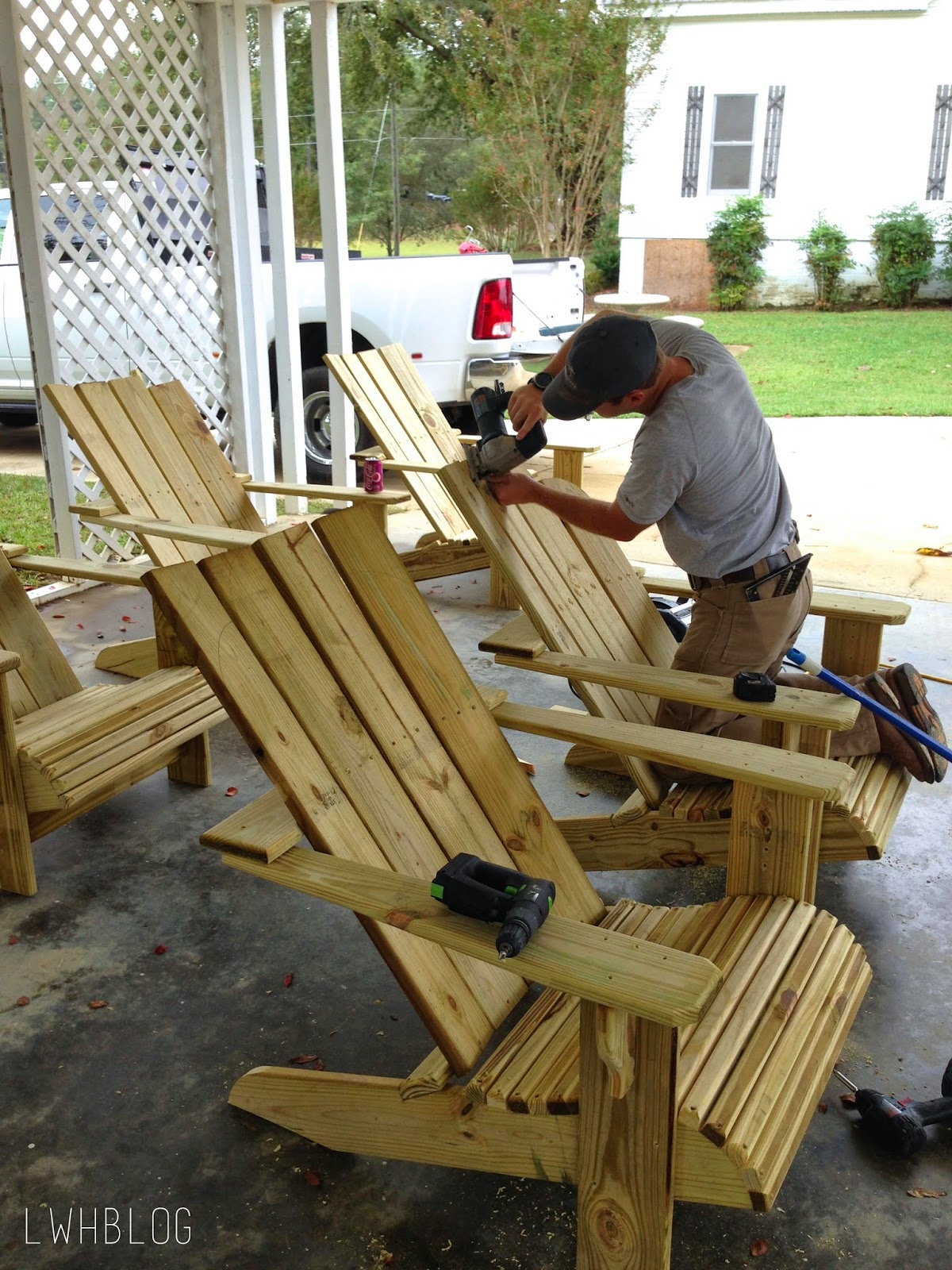 Picture of: Remodelaholic Tutorial Build An Amazing Diy Pergola For Swings Around A Fire Pit