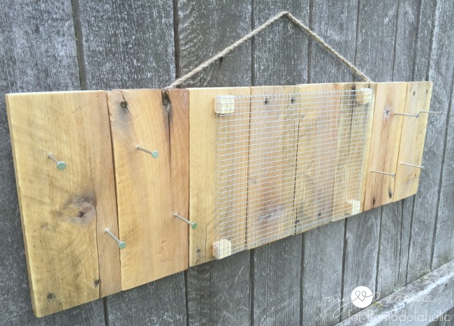 Rustic Pallet Jewelry Holder without jewelry