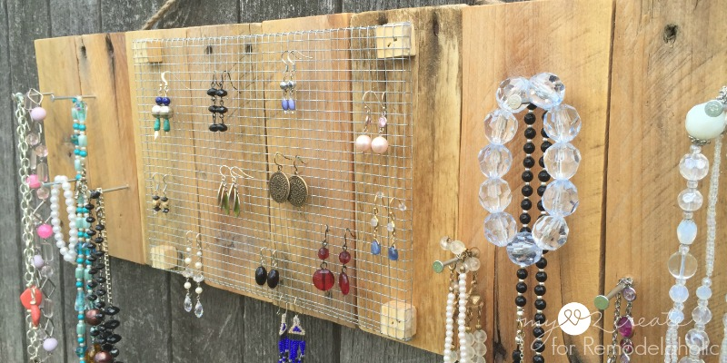 Remodelaholic Rustic Pallet Jewelry Holder