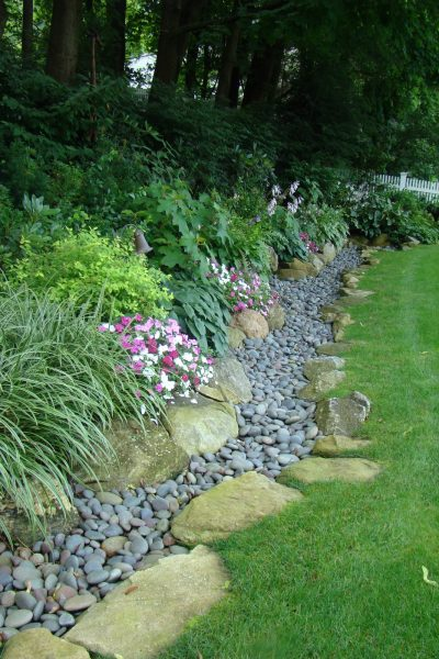 Using two types of stones is a great way to add garden edging by Serenity in the Garden featured on Remodelaholic.com