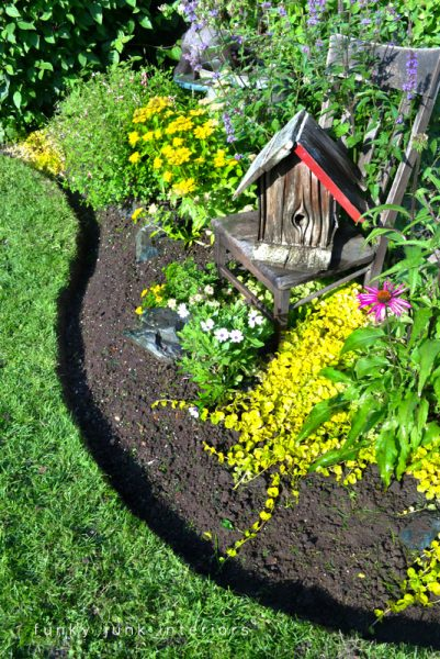 Increase the beauty of your lawn by adding garden edging that works well with the style and feel of your home. Here are 27 gorgeous garden edging ideas via @remodelaholic #garden #diy #outdoor #edging