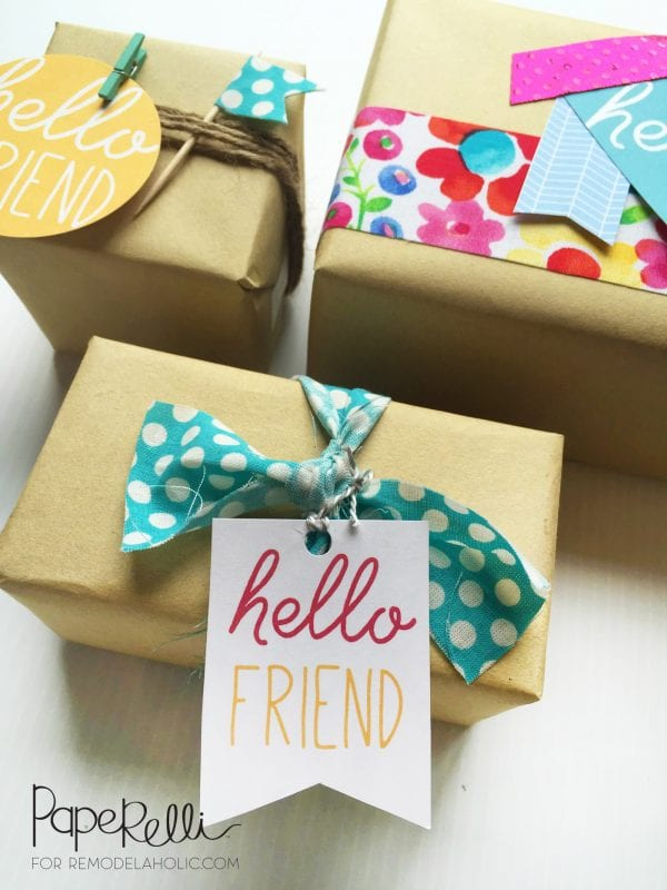 This is the cutest gift wrapping! Free printable gift tags, plus brown kraft paper and string, fabric, washi tape