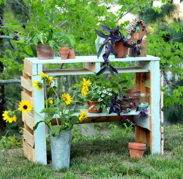 diy-pallet-potting-bench-apieceofrainbowblog (1)