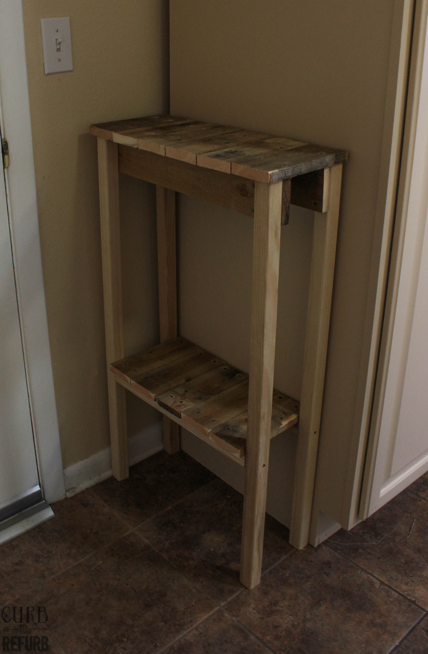 Diy crate console table - Diy Console Table Upcyled From A Pallet By Curb To Refurb Featured On Remodelaholic
