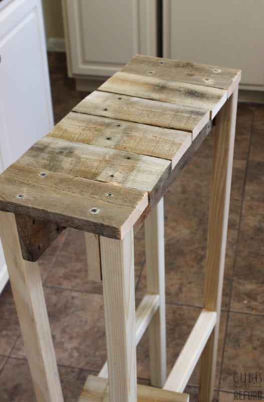 DIY Console Table from a Pallet by Curb to Refurb featured on Remodelaholic