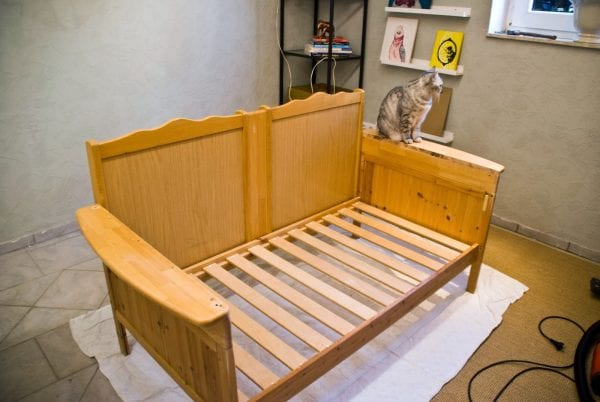 How to Upcycle an Old Crib by Pudel-design featured on Remodelaholic
