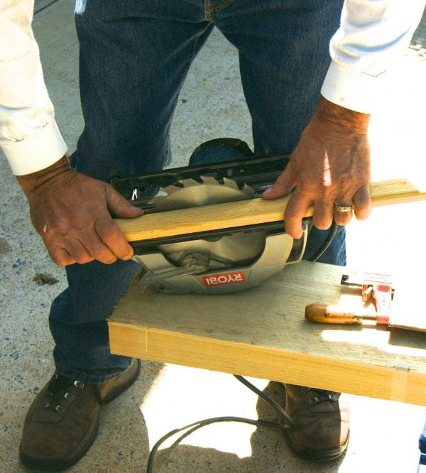 How to cut a straight line with a circular saw