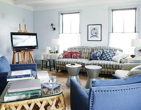 use a large art easel to hold a flatscreen tv (House Beautiful via Remodelaholic(