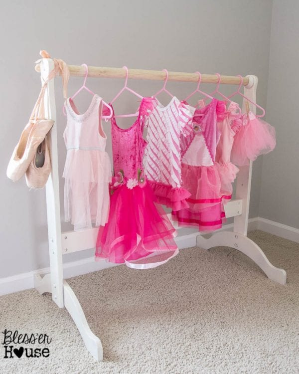 Build Your Little Princess Or Super Hero A Place To Their Outfits Free Diy