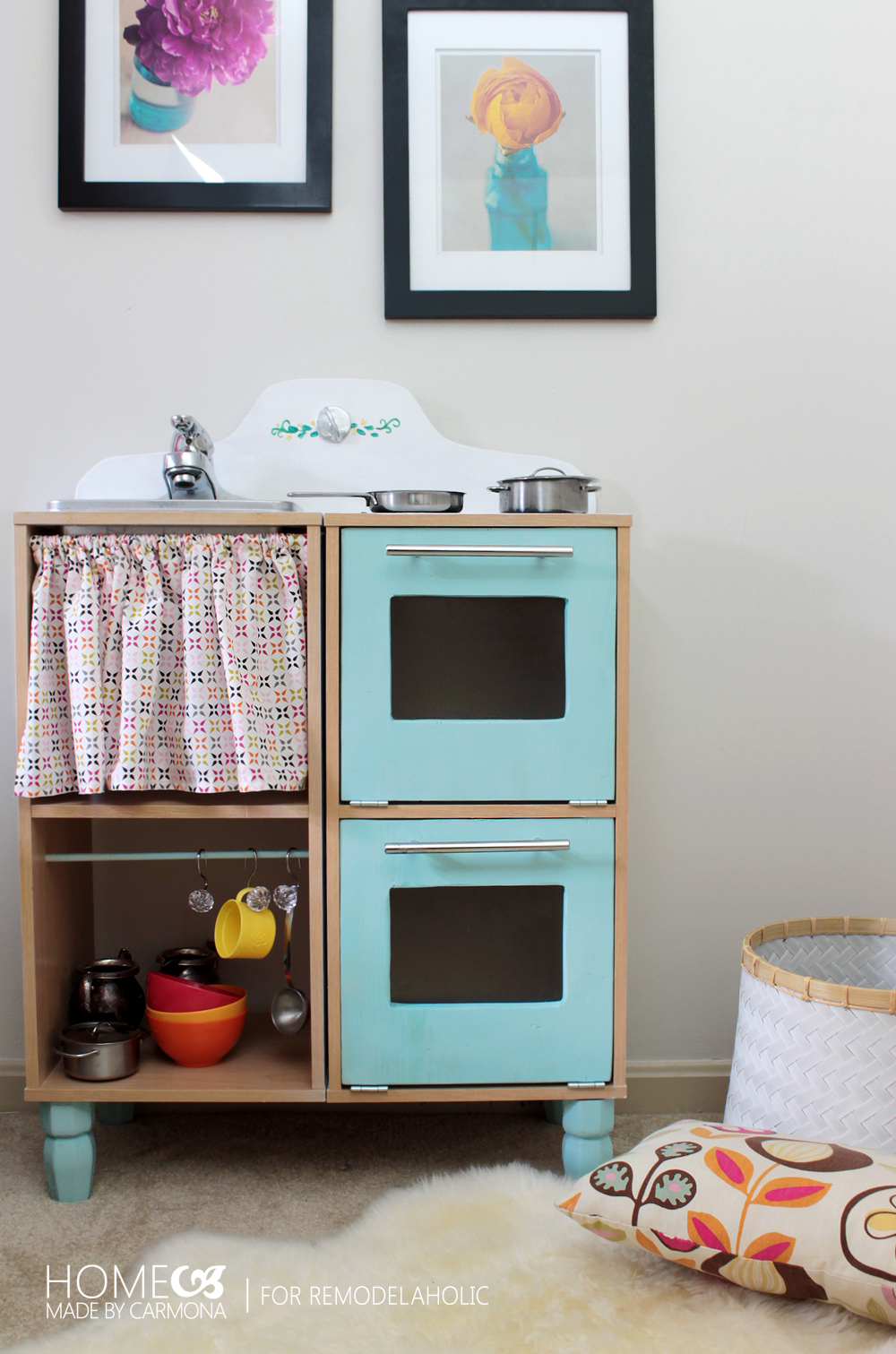 Remodelaholic cute easy kids play kitchen from a cube for Kitchen set pinterest