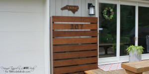 GENIUS!!!! Hide those ugly utility boxes on your house with this gorgeous DIY wood screen. Full tutorial by Designer Trapped in a Lawyer's Body for Remodelaholic.com!