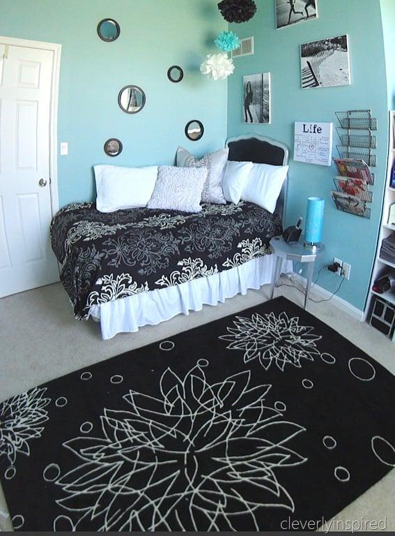black and aqua girls room