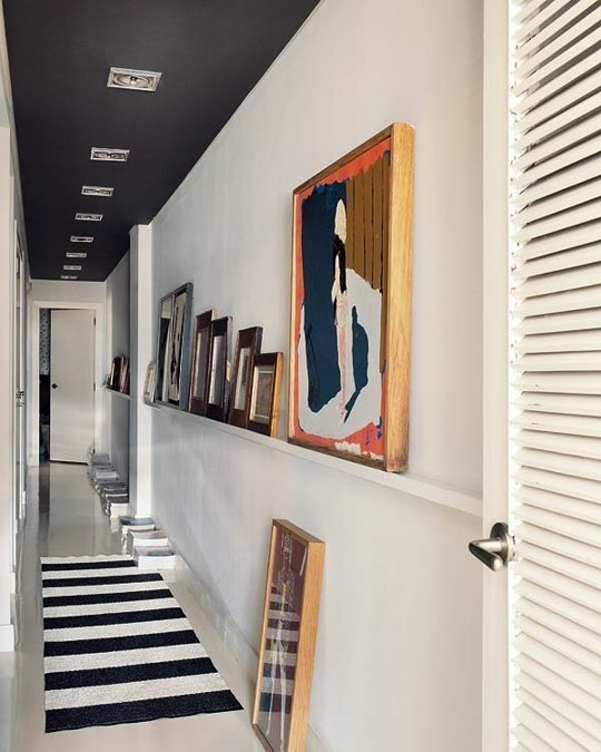 black hallway ceiling, photo ledge (via Apartment Therapy)