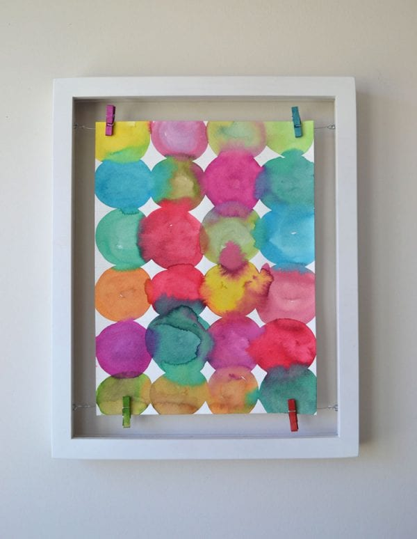 easy diy floating clothesline style frame for handmade art or photos (Art Bar Blog)