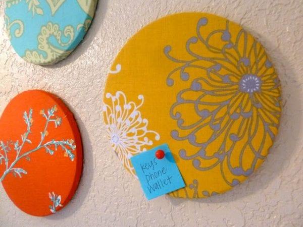 Easy Art Ideas for Kids Room Decor: easy fabric corkboard wall decor (sewmuchsunshine)